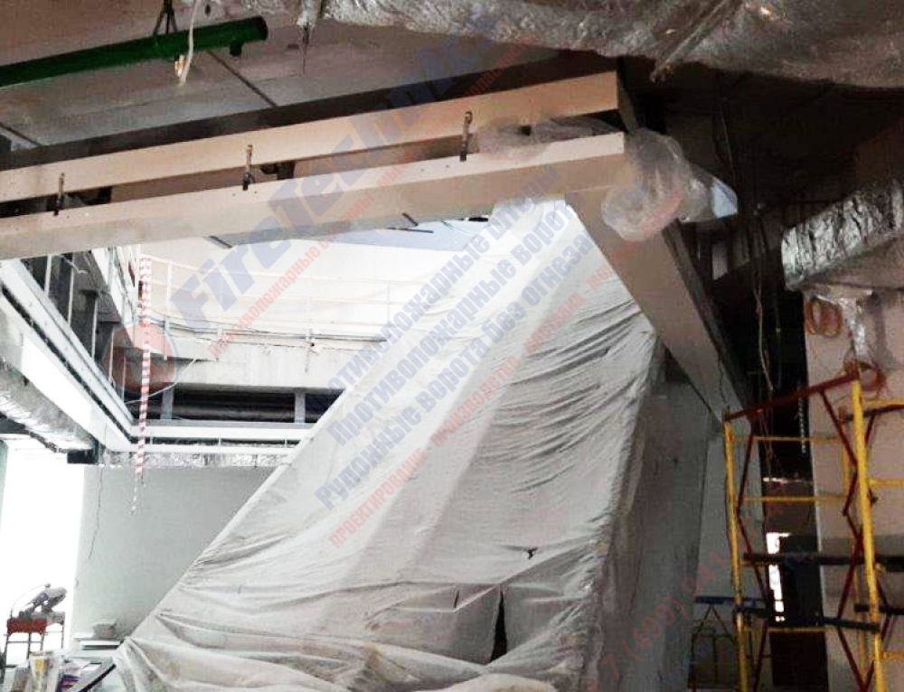 Идет процесс монтажа противопожарной шторы FireTechnics-EI180